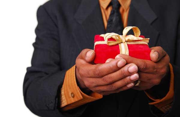 Какие подарки мы получаем от мужчин