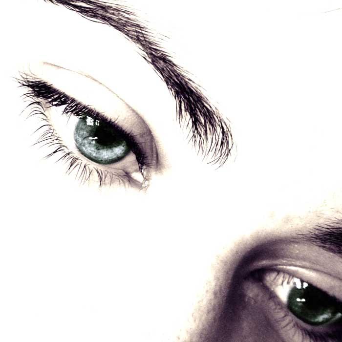 Устраняем дефекты кожи вокруг глаз