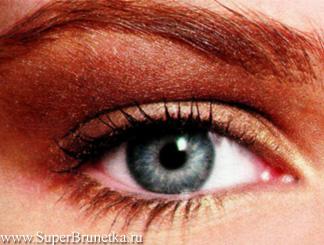 Макияж глаз с помощью блестящих теней